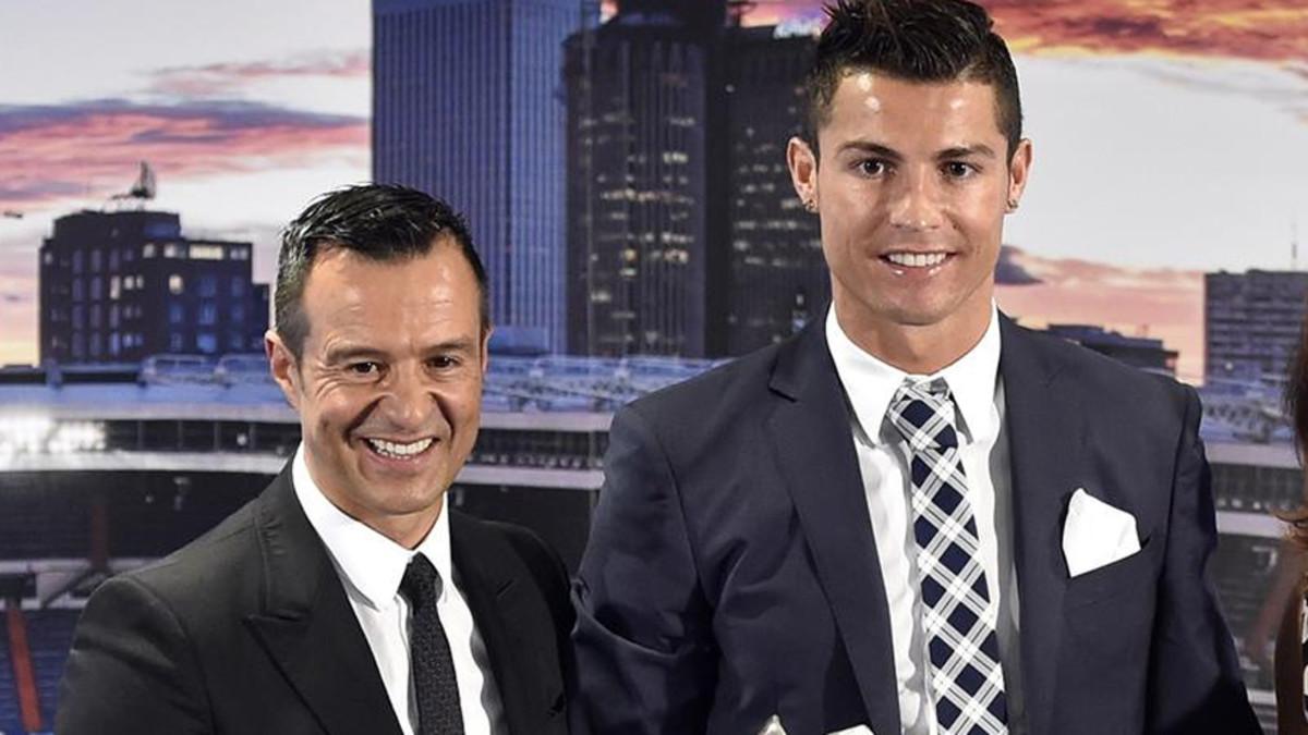 Cristiano Ronaldo y Jorge Mendes, en un acto (EFE).