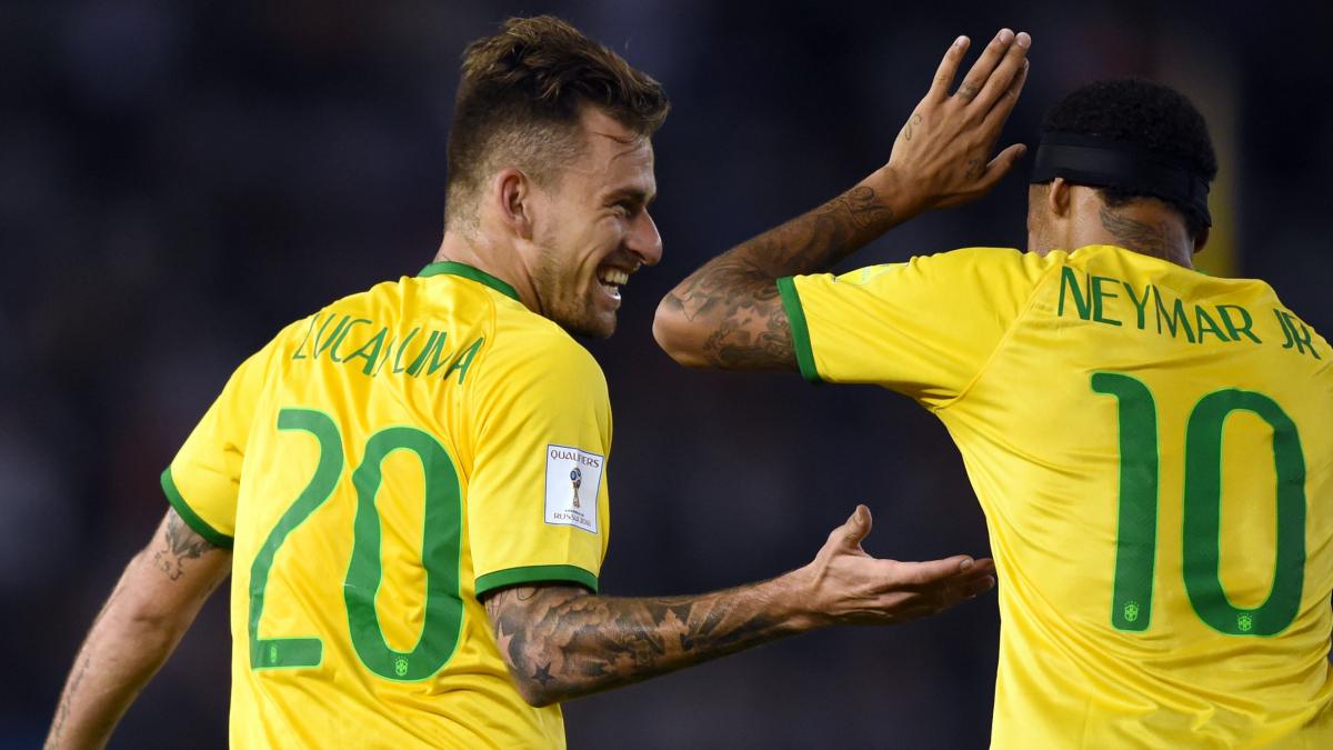 Lucas Lima y Neymar, juntos con la selección brasileña. (AFP)