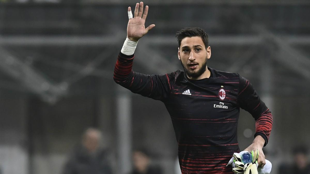 Donnarumma, antes de un partido del Milan. (AFP)
