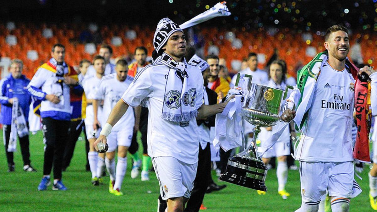 Pepe junto a Sergio Ramos tras la última Copa del Rey. (Getty Images)