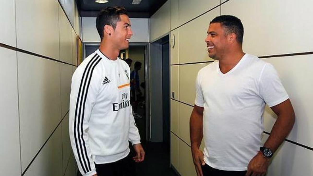 Cristiano Ronaldo habla con Ronaldo Nazario en las instalaciones del Real Madrid.