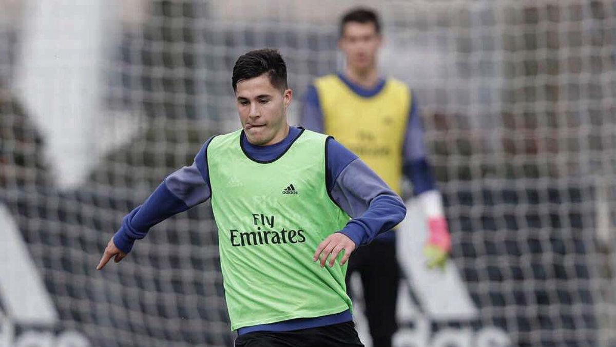 Álvaro Tejero durante un entrenamiento con el Real Madrid. (Twitter)