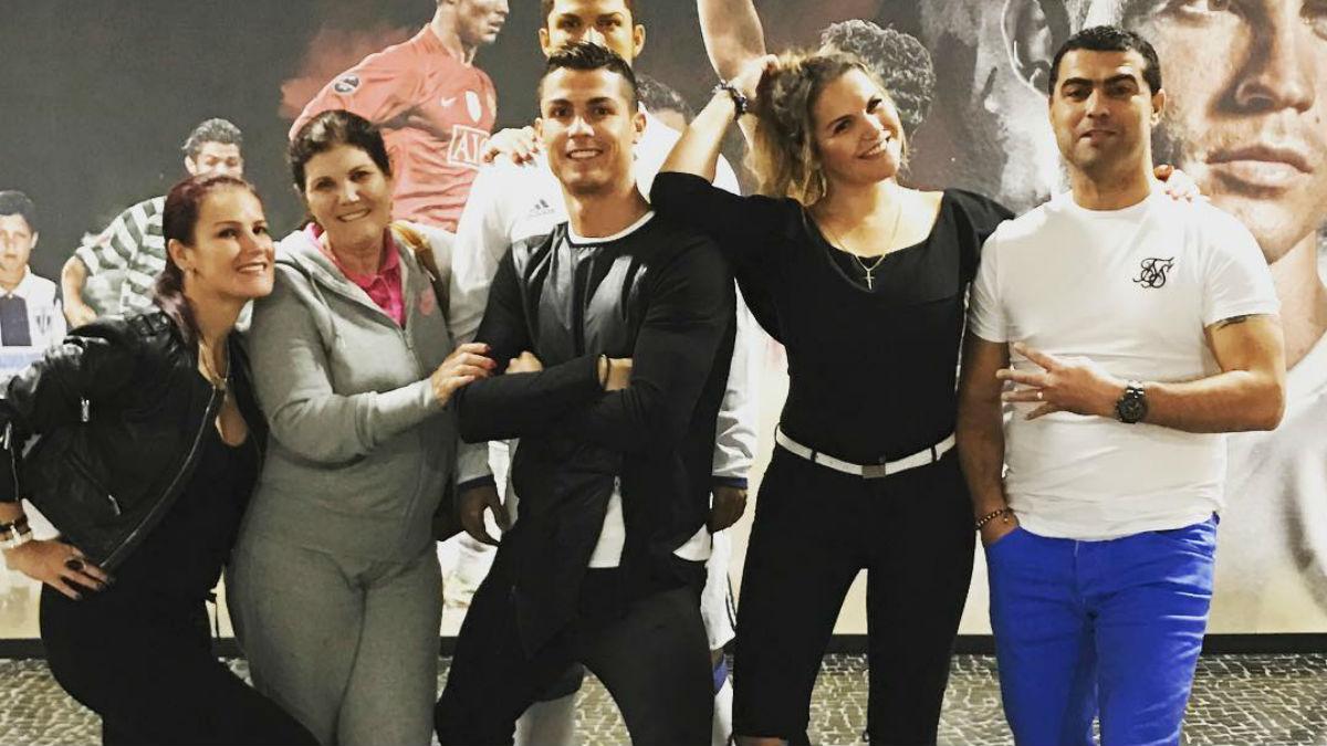 Cristiano Ronaldo y su familia.
