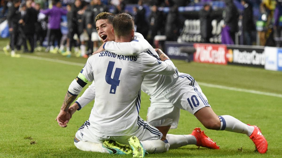 James Rodríguez y Sergio Ramos celebran un gol del camero. (AFP)