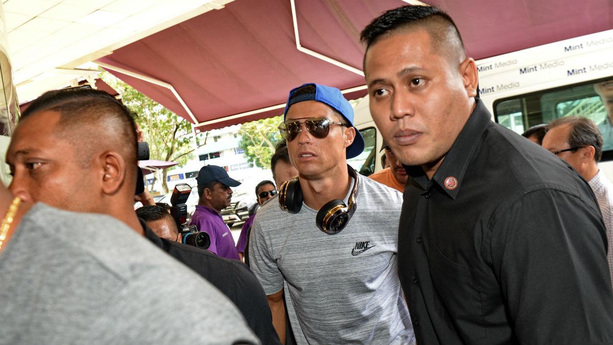 Cristiano a su llegada a Singapur. (AFP)