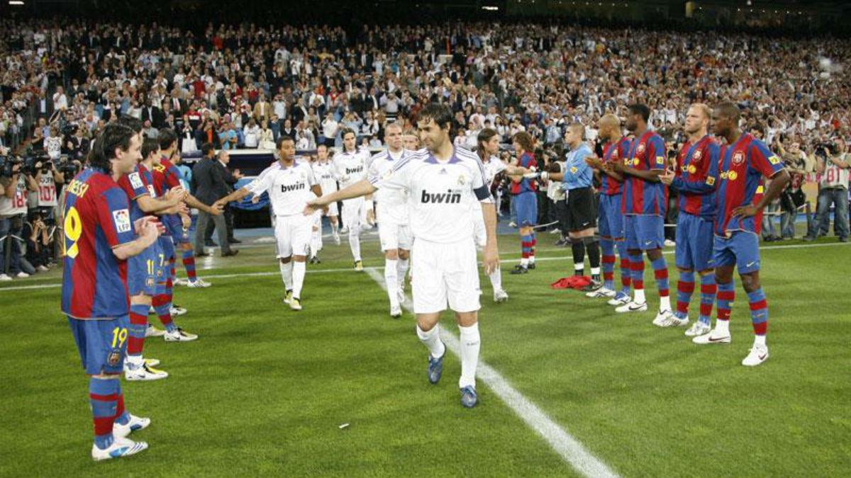 El Barcelona hizo pasillo al Real Madrid en 2008. (Realmadrid.com)