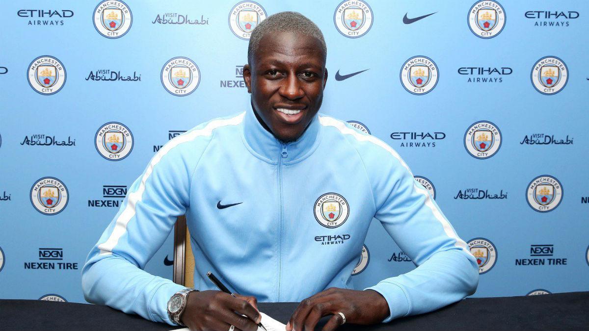 Mendy firma su contrato con el Manchester City. (ManCity)