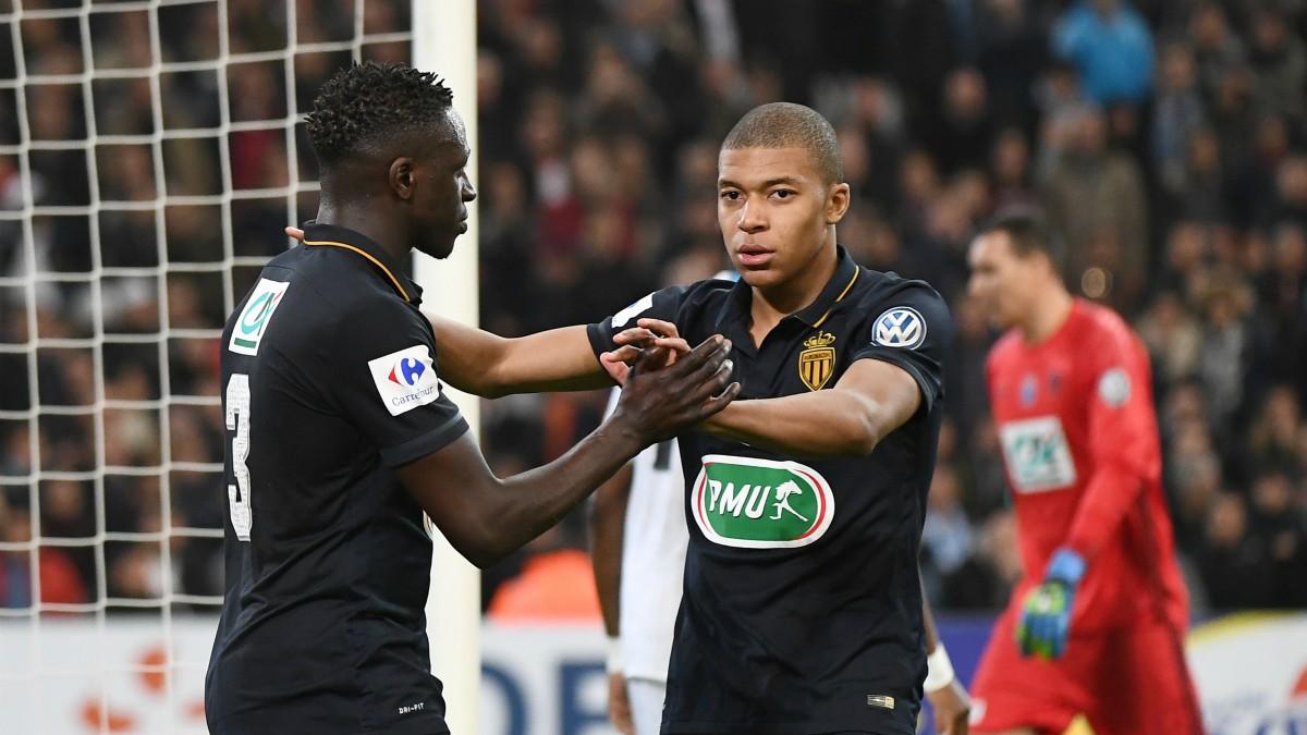 Mbappé y Mendy. (AFP)
