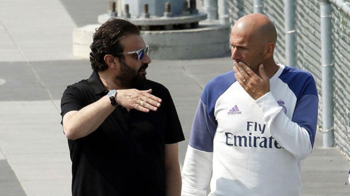 José Ángel Sánchez y Zidane mantienen una cumbre.
