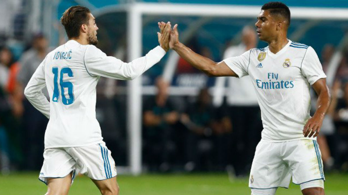 Kovacic celebra su gol ante el Barcelona con Casemiro. (Realmadrid.com)