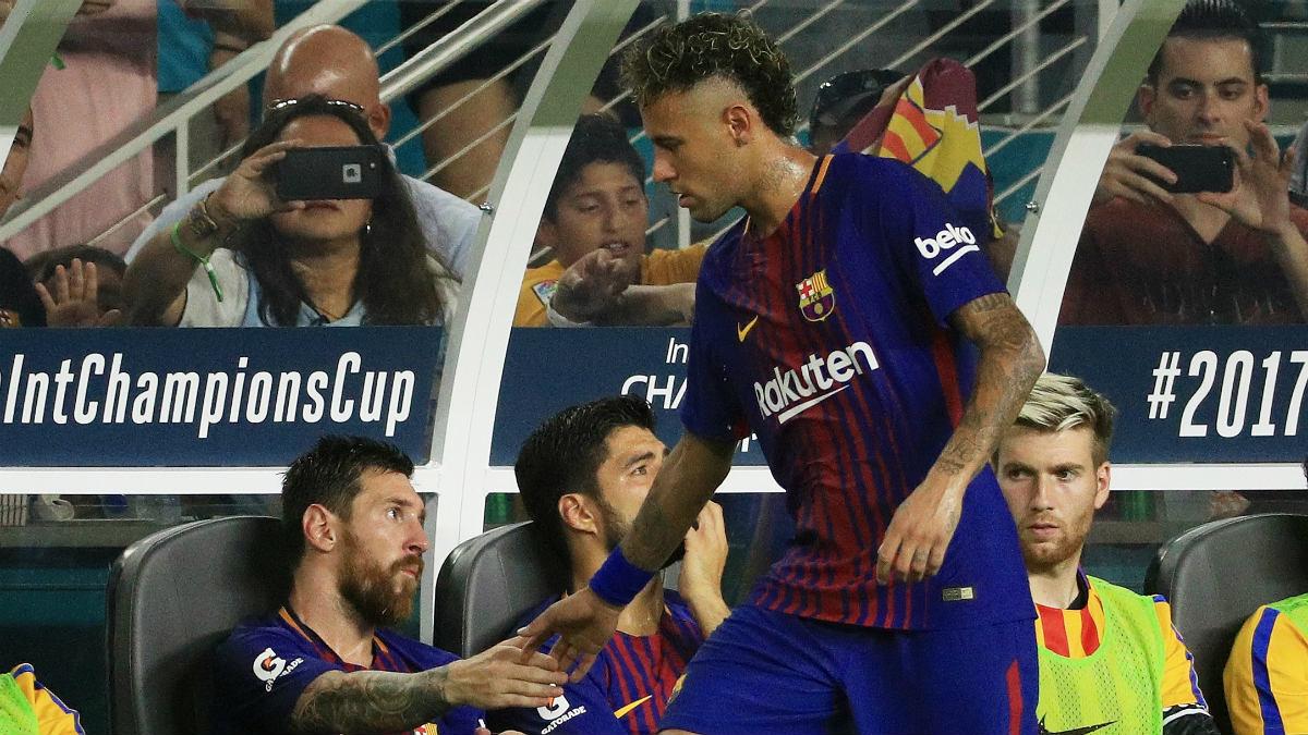 El frío saludo de Neymar y Messi en el Clásico de Miami. (Getty)