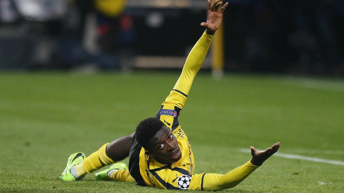 Dembélé protesta en un partido del Borussia Dortmund. (AFP)
