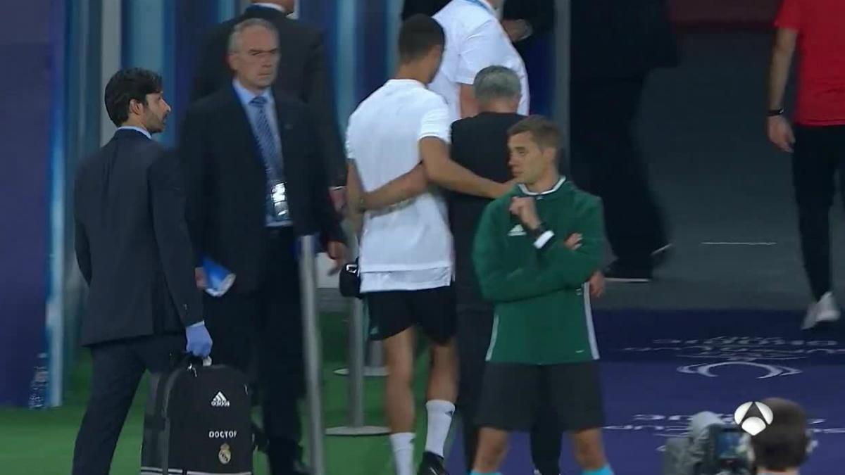 Cristiano y Mourinho se saludaron en el túnel de vestuarios. (Antena 3)