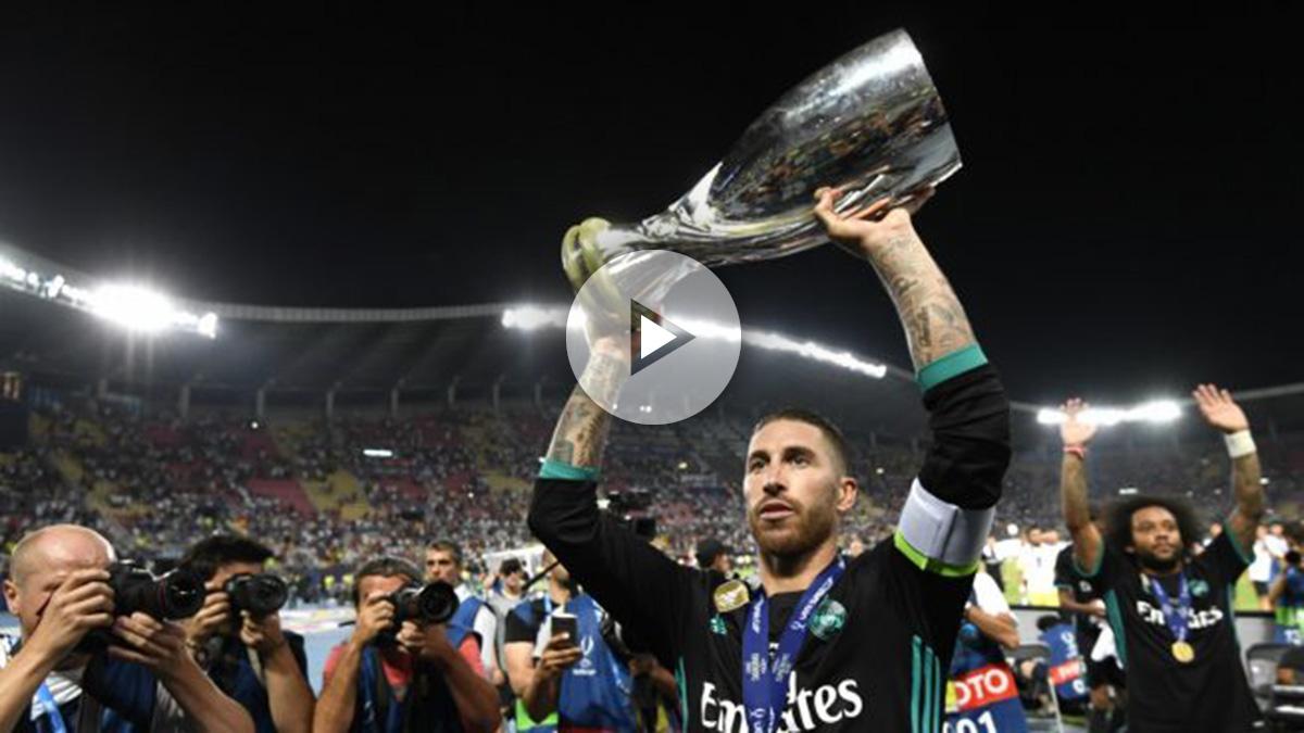 Sergio Ramos, con el trofeo de supercampeón de Europa. (AFP)