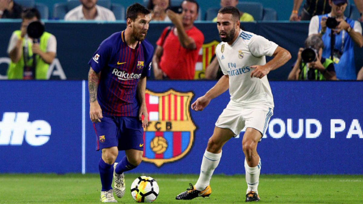 Messi aguanta un balón ante la presión de Carvajal, en el Clásico de Miami (Getty).