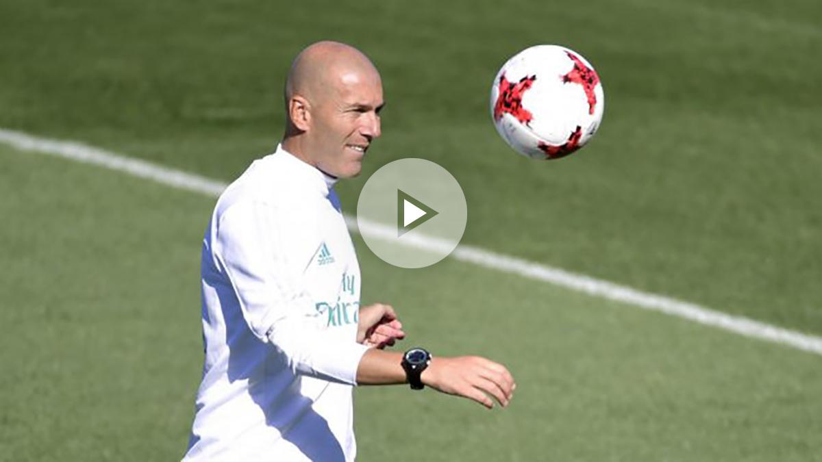 Zidane, en el entrenamiento previo a la ida de la Supercopa de España. (AFP)