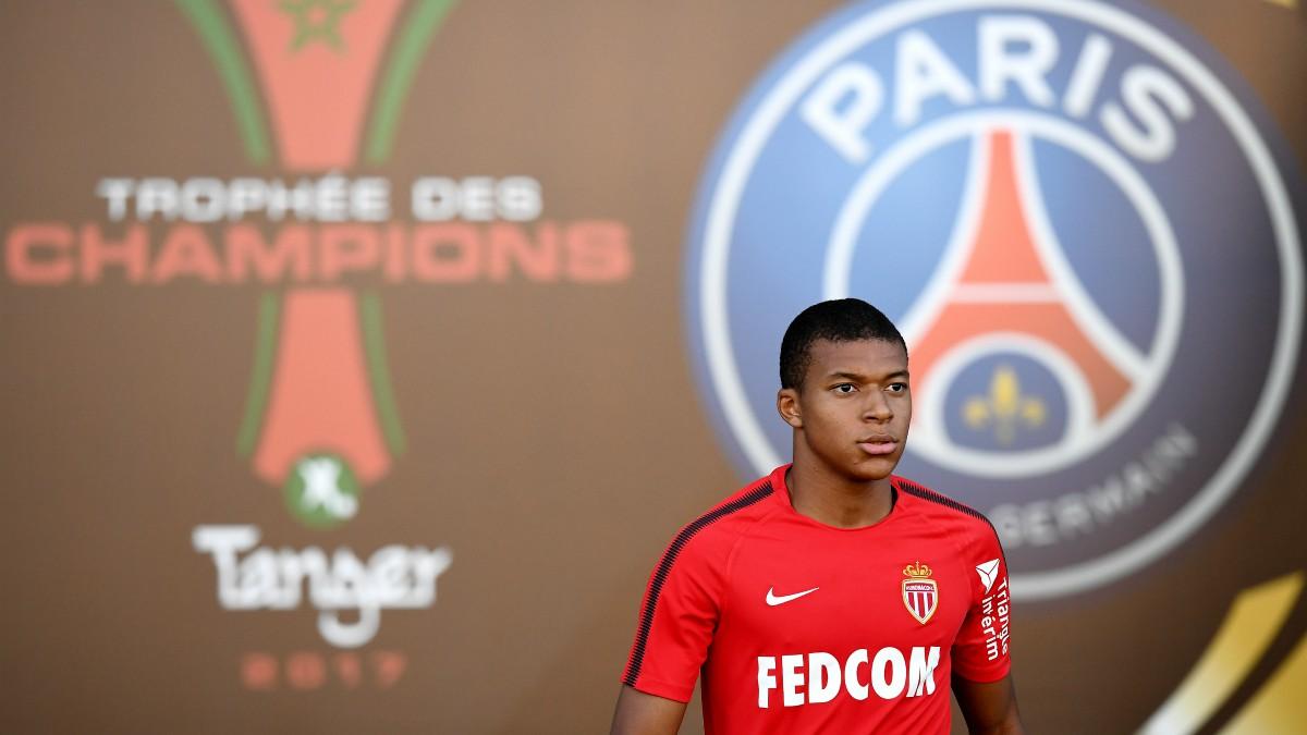 Kylian Mbappé pone rumbo a París. (AFP)