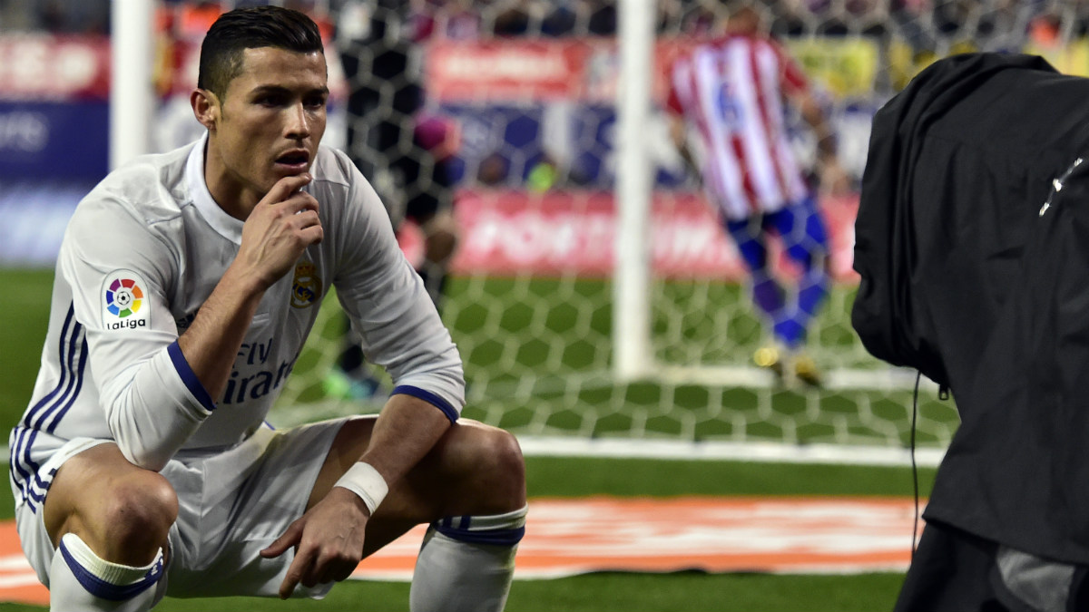 Cristiano Ronaldo celebra un gol delante de la cámara. (AFP)