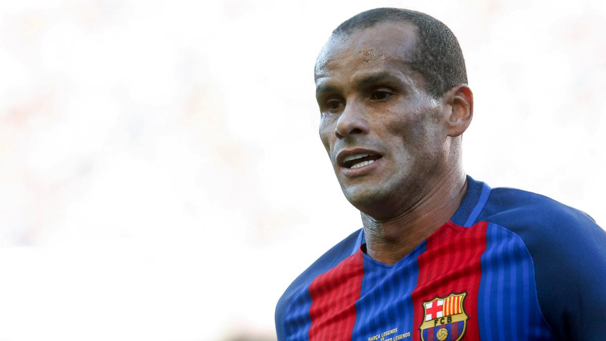 Rivaldo, en un partido reciente con las leyendas del Barcelona. (AFP)