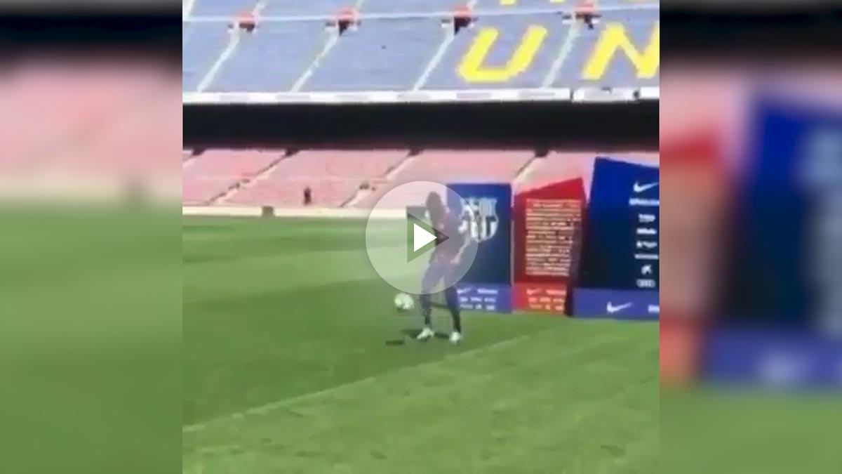 Dembélé imitó sin éxito la lambretta de Neymar.