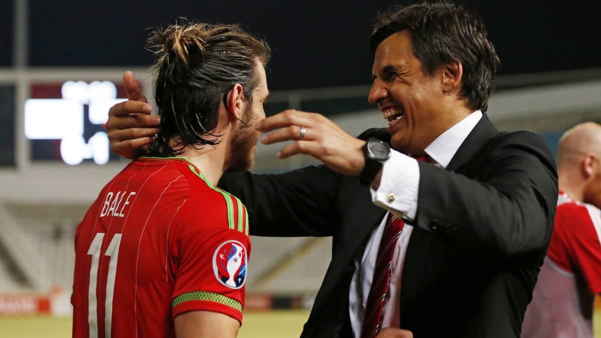Coleman y Bale, celebrando un gol. (EFE)