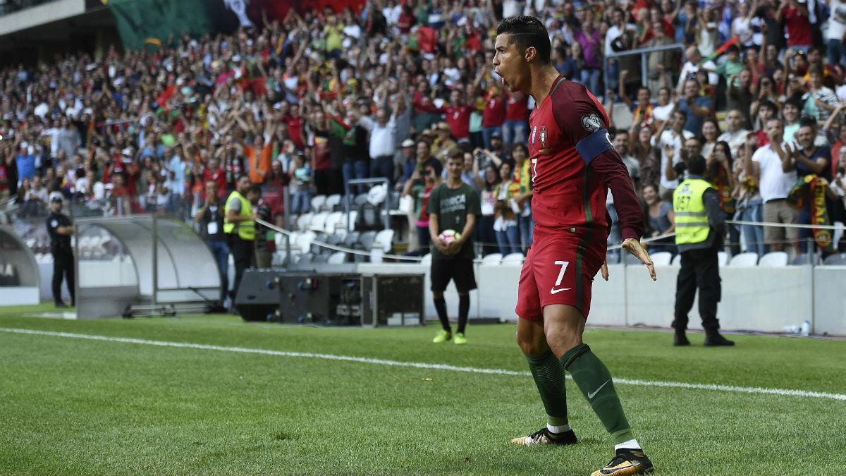 Cristiano Ronaldo celebra uno de sus goles ante Islas Feroe. (AFP)