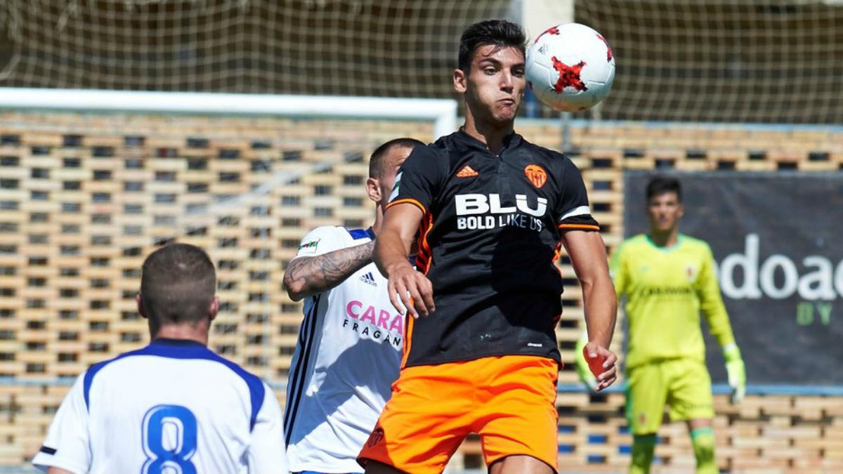 Rafa Mir, durante un partido con el Valencia Mestalla esta temporada. (valenciacf.com)