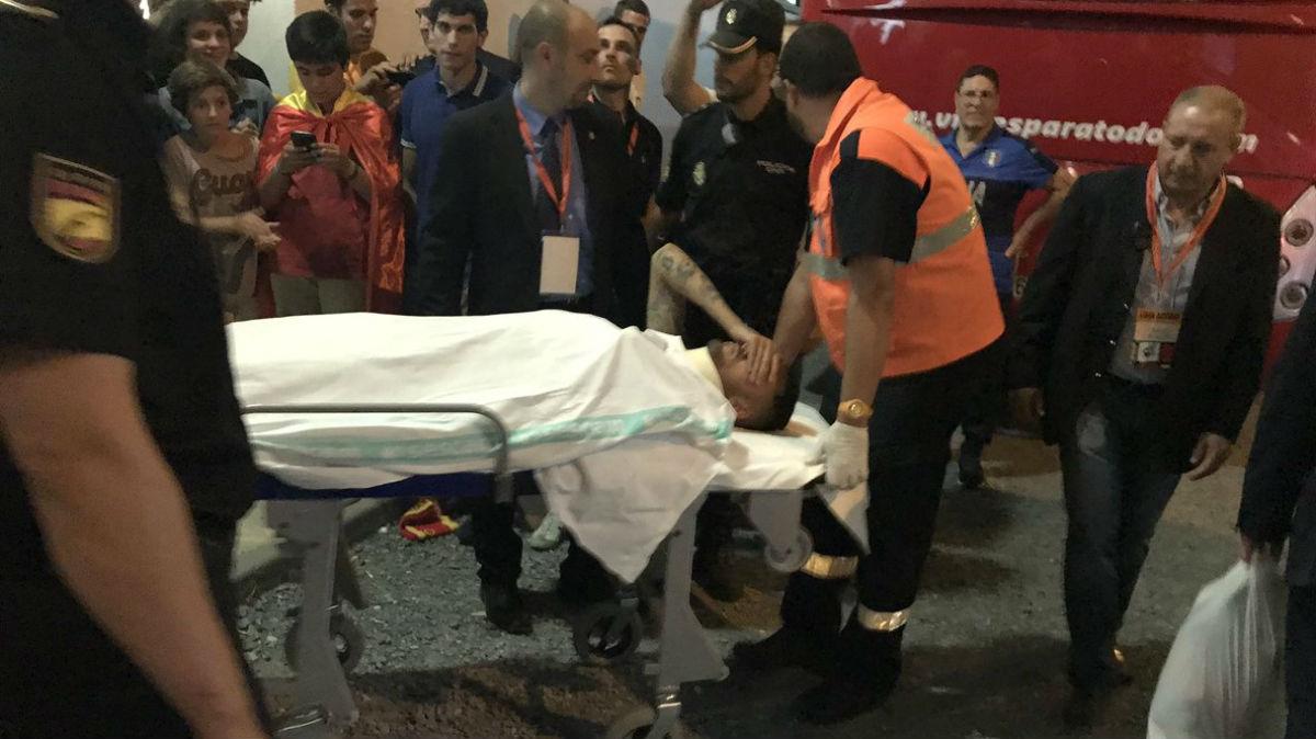 Ceballos salió del estadio en camilla. (Foto: @radioMARCA)