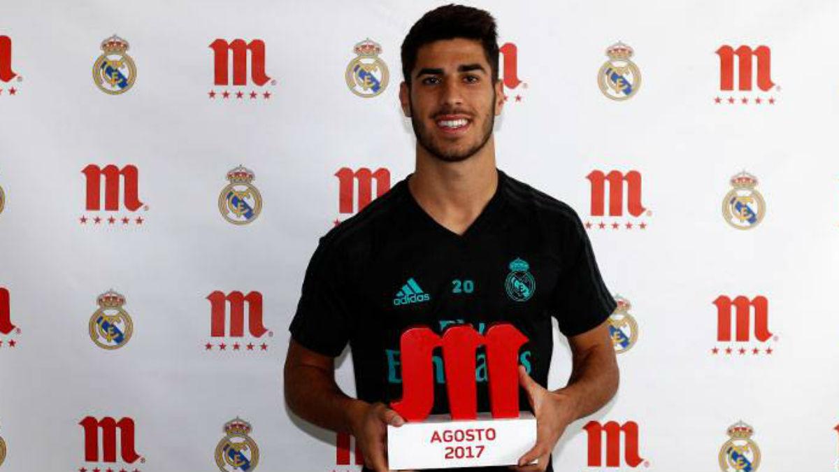 Marco Asensio recibió el premio Cinco Estrellas Mahou de agosto. (Realmadrid.com)