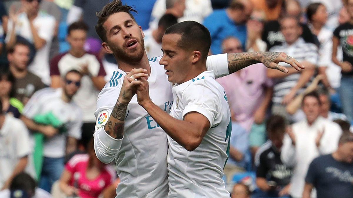 Ramos y Lucas Vázquez, celebrando el gol del gallego (EFE).