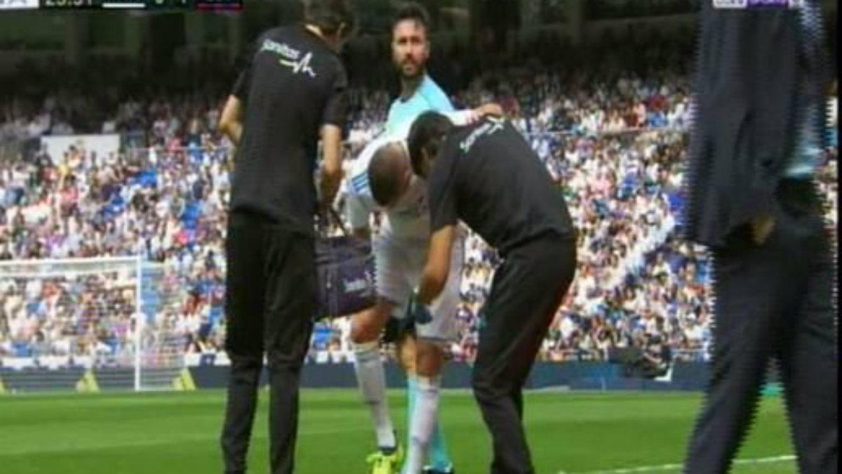 Benzema se retiró lesionado ante el Levante.