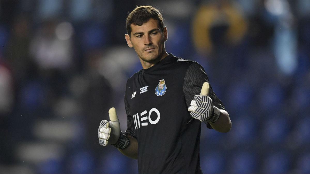 Iker Casillas durante un partido con el Oporto. (AFP)