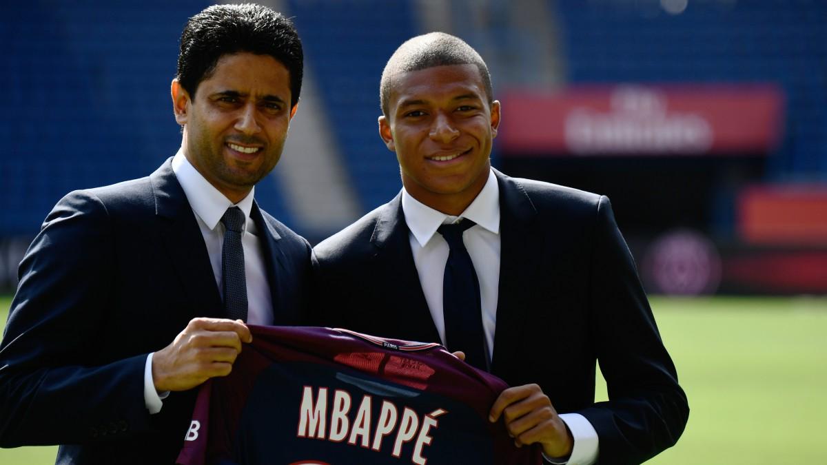 Al-Khelaifi y Kylian Mbappé, en la presentación del jugador con el PSG. (AFP)