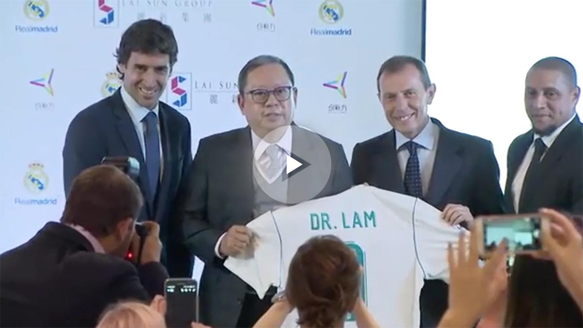 Emilio Butragueño y Raúl González presentaron el acuerdo.