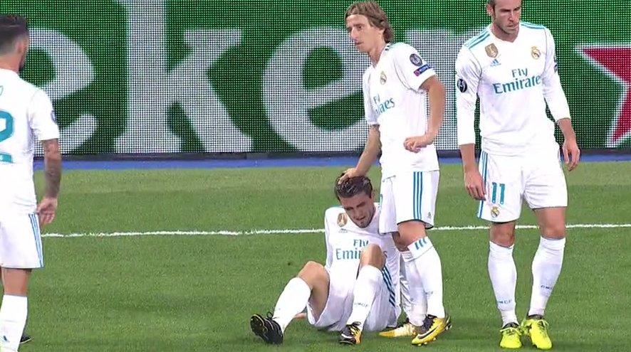 Kovacic, en el suelo, lesionado.