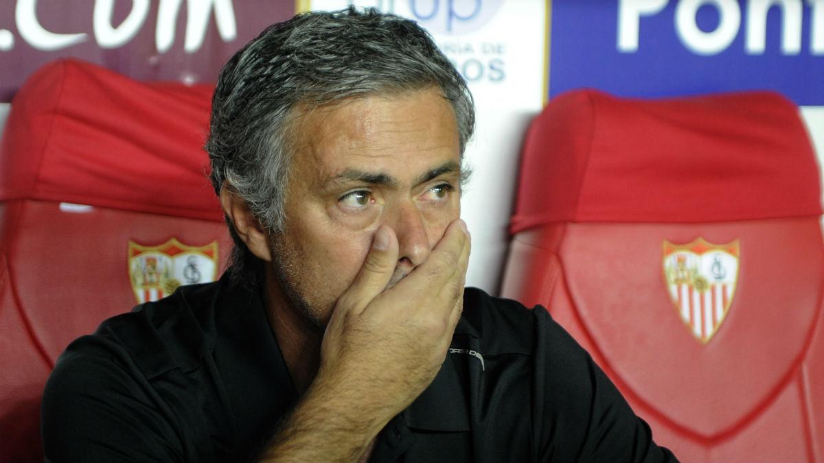 José Mourinho durante un partido del Real Madrid en Sevilla. (AFP)
