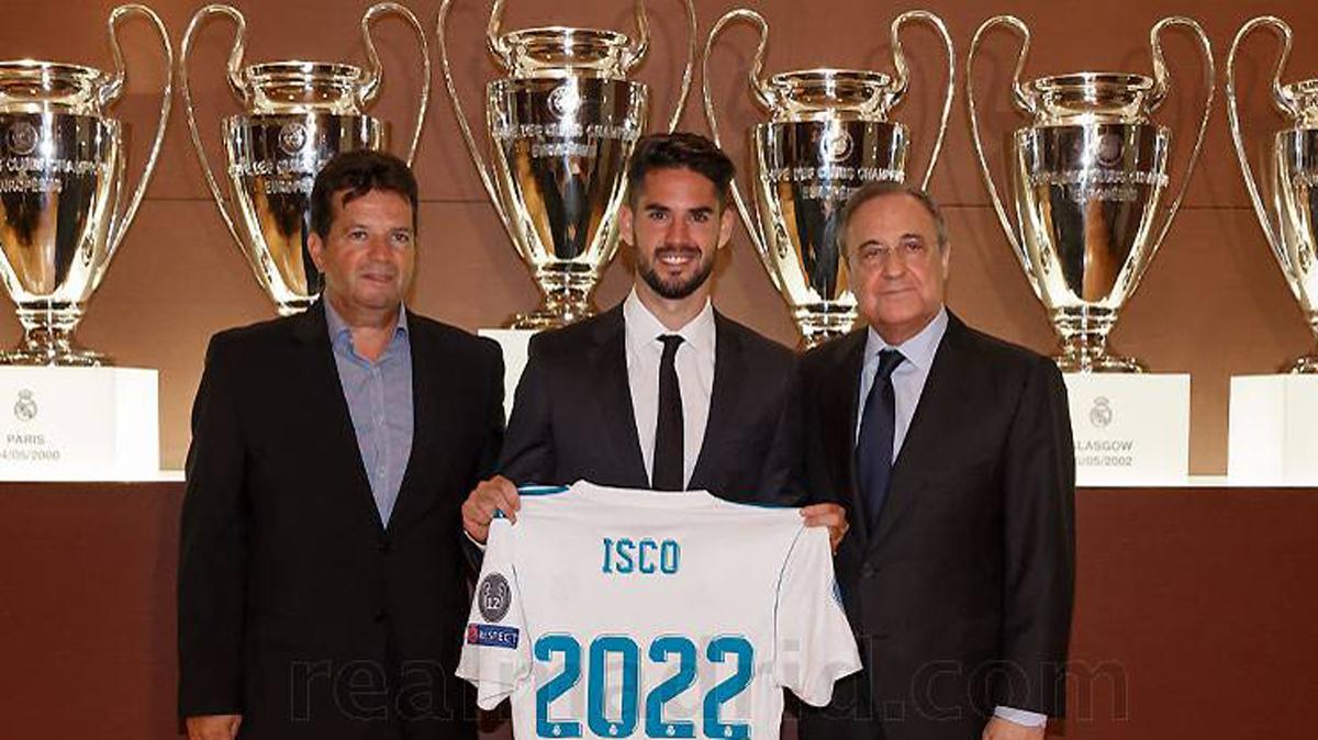 Isco, junto a su padre Paco Alarcón y Florentino Pérez.
