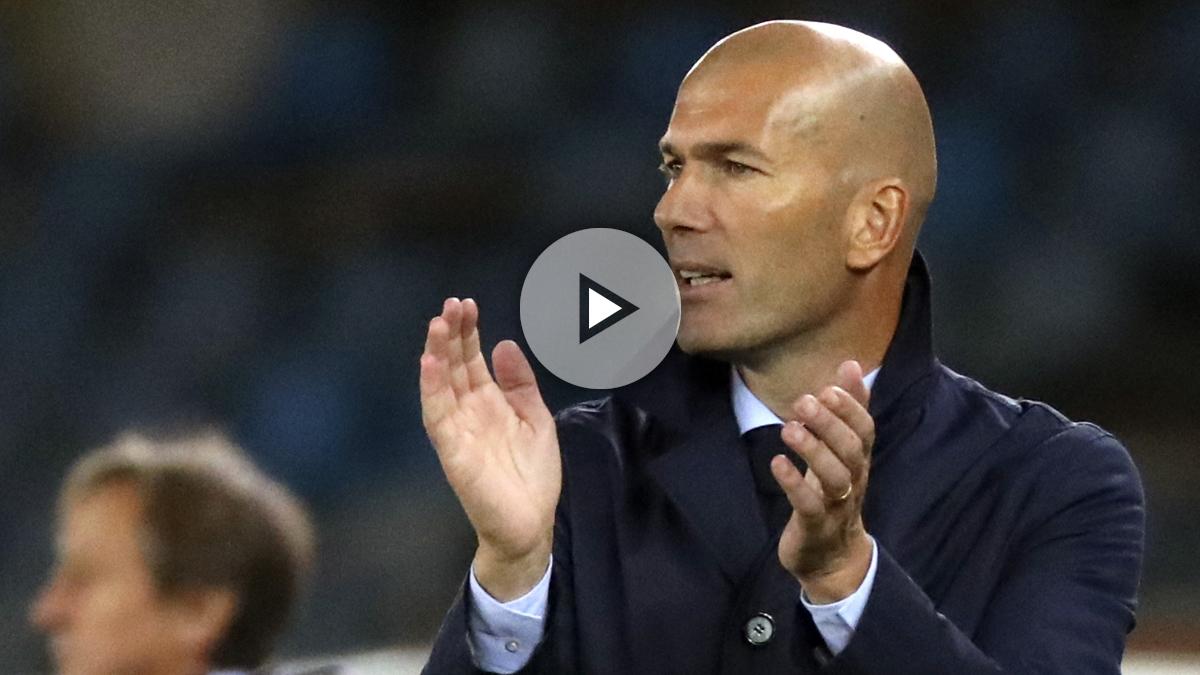 Zidane, aplaudiendo a los suyos durante el Real Sociedad-Real Madrid (EFE).