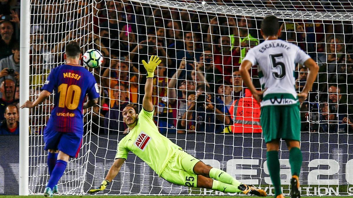 Messi convirtió el penalti señalado por Hernández Hernández. (EFE)