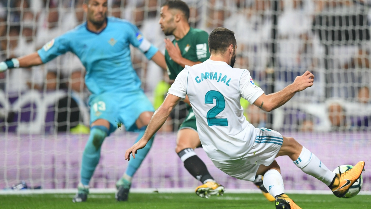 Carvajal en uno de los disparos ante el Betis. (AFP)
