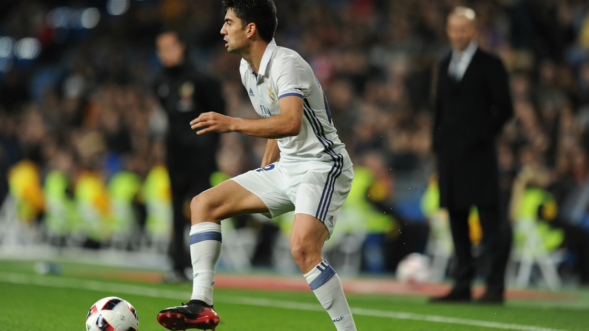 Enzo Zidane ante la atenta mirada de su padre. (Getty Image)