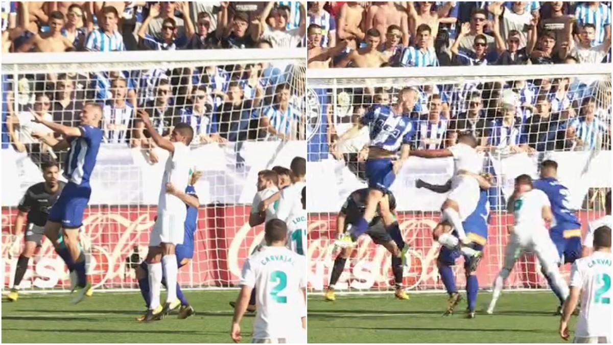 Alexis hizo penalti a Varane.