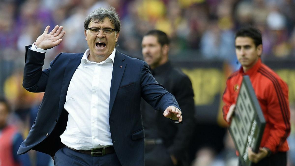 El Tata Martino durante el Barça-Atlético que decidió la Liga. (AFP)