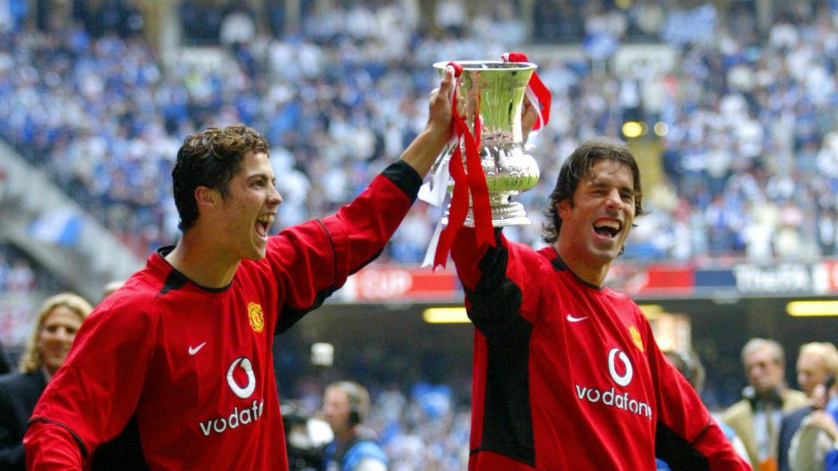 Van Nistelrooy y Cristiano celebran la FA Cup. (Getty)