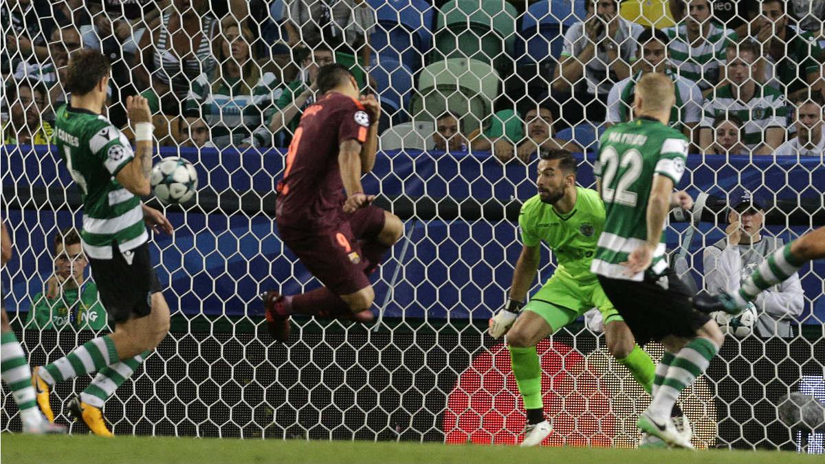 Coates dio la victoria al Barça en Lisboa con un gol en propia. (AFP)