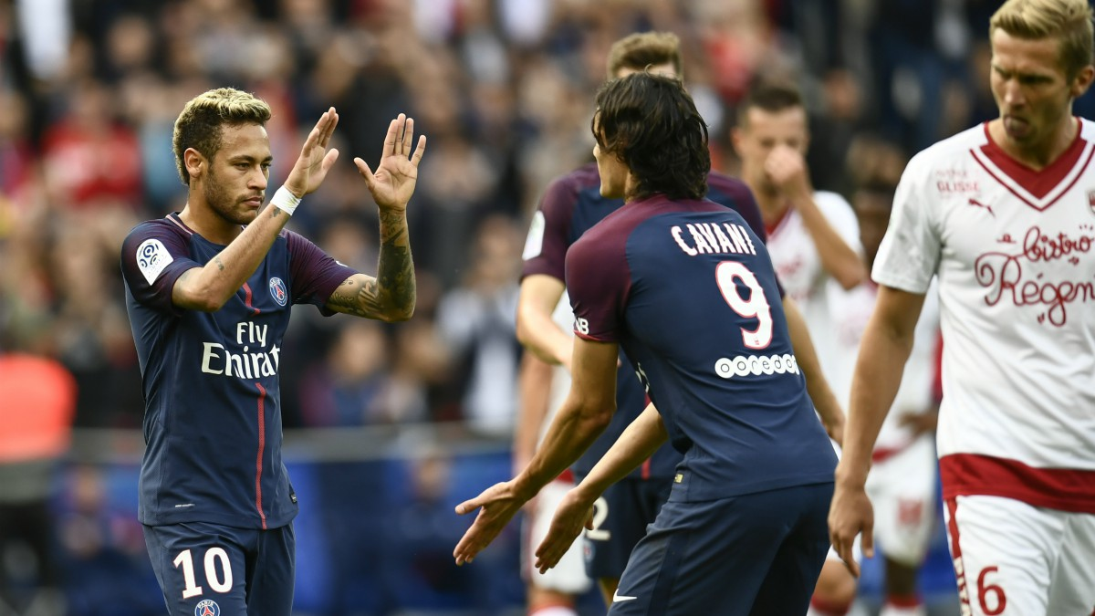 Neymar y Cavani celebran un gol del PSG. (AFP)