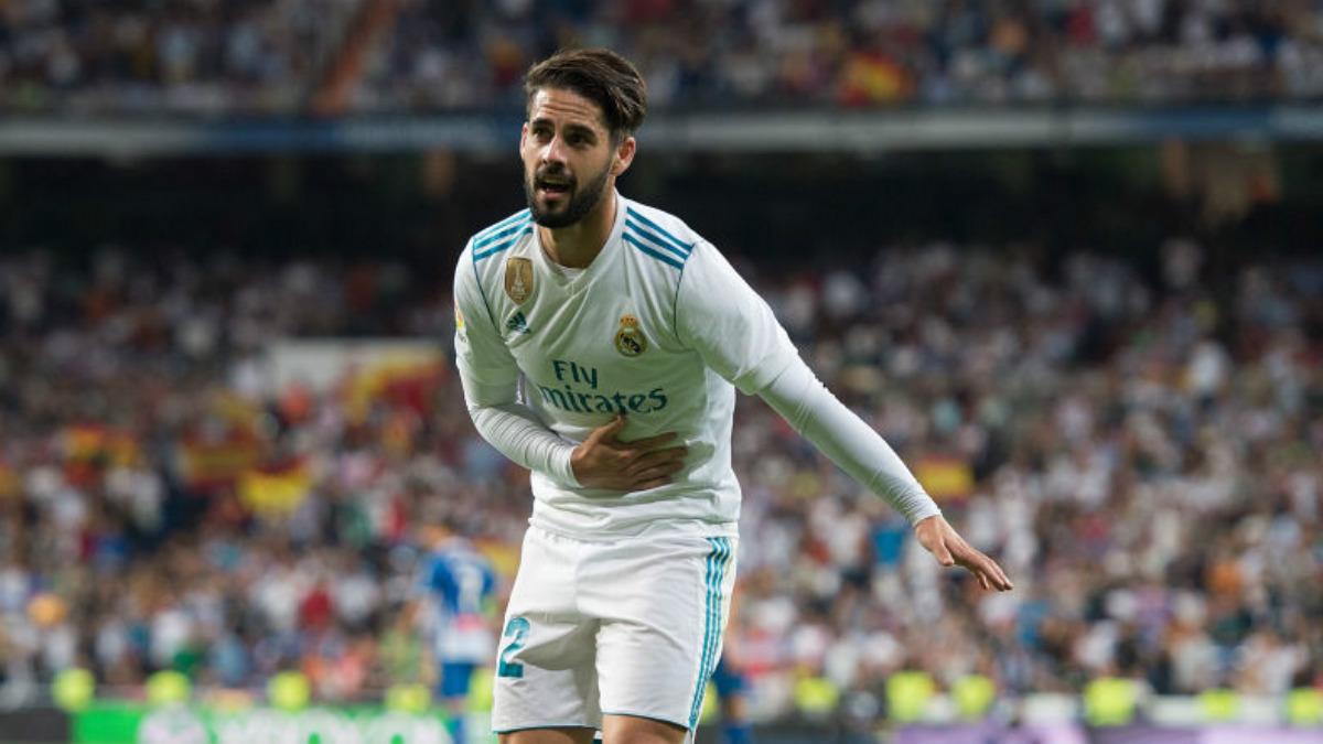 Isco hace una reverencia tras uno de sus goles en el Bernabéu, ante el Espanyol (Getty).