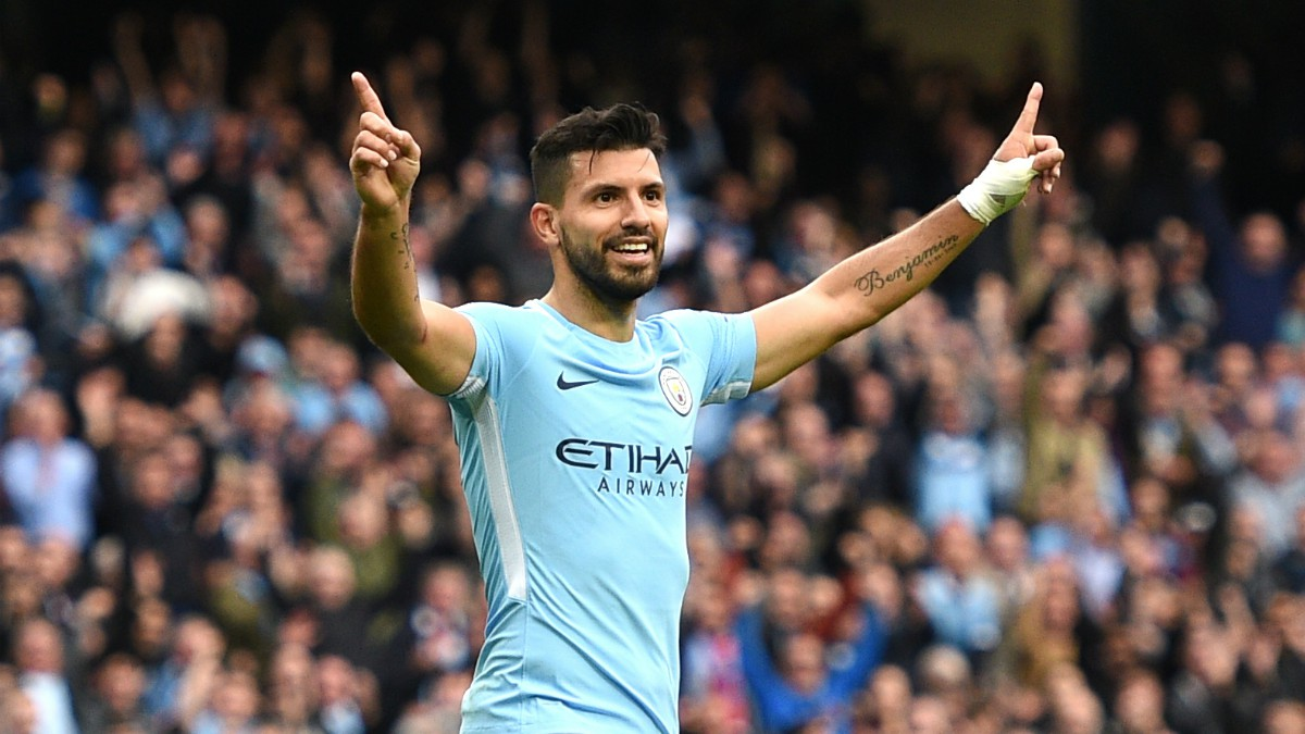 El Kun Agüero celebra un gol con el Manchester City. (Getty)