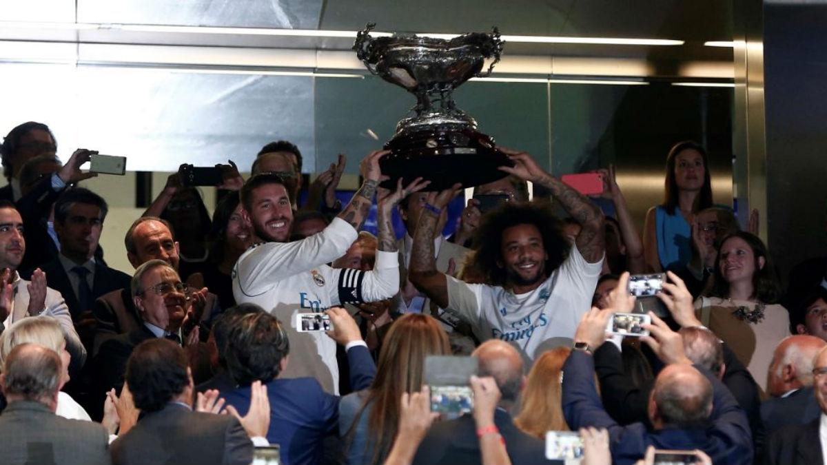 Ramos y Marcelo levantan el Trofeo Bernabéu tras ganar a la Fiorentina este verano (Getty).