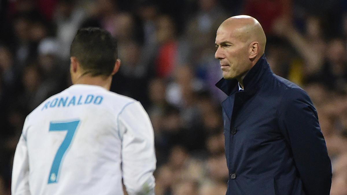 Zidane, muy serio durante el Real Madrid-Tottenham (Getty).